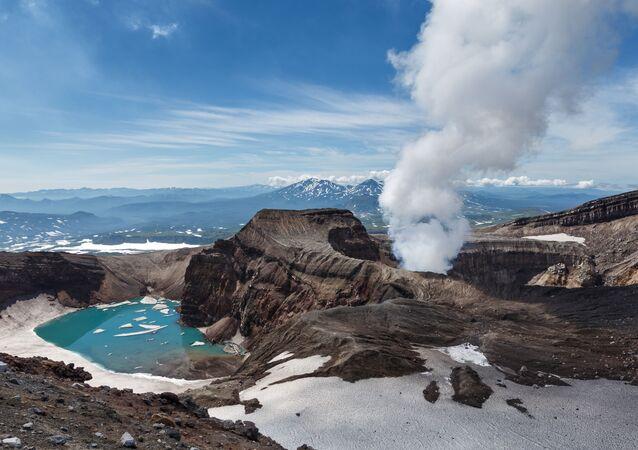 ثورة بركان في شبه جزيرة كامتشاتكا الروسية 2012