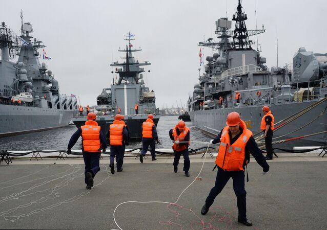 مشروع كورفيت الجديد 20380 سوفيرشينني (كامل) في مياه فلاديفوستوك. كورفيت الكمال سيكون جزءاً من أسطول المحيط الهادئ التابع للبحرية الروسية