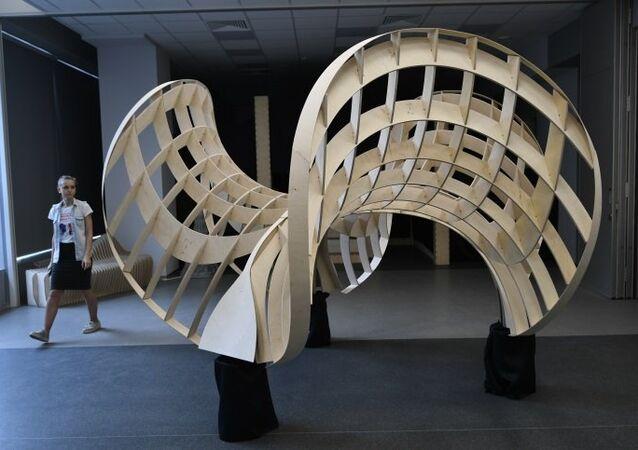 شكل هندسي من الخشب، ناتج عن طباعة ثلاثية الأبعاد