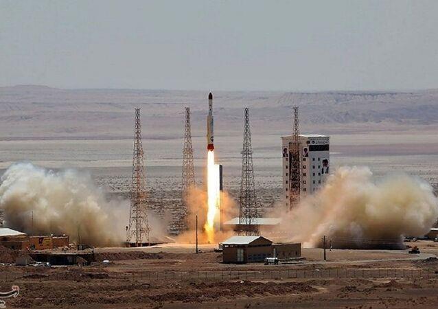 إطلاق صاروخ من قاعدة الإمام الخميني للفضاء