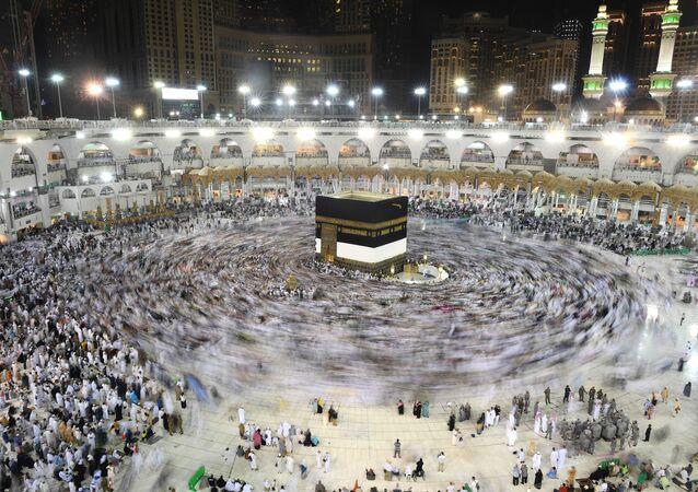 الحجاج حول الكعبة في المسجد الحرام بمكة المكرمة