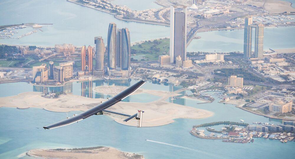 تجربة طائرة تعمل على الطاقة الشمسية فوق أبو ظبي