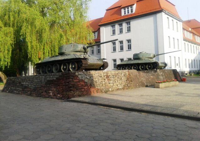 تمثال لمحرري بولندا من الاحتلال الألماني من جنود الجيش الأحمر