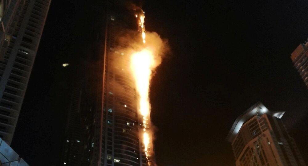 حريق هائل في برج الشعلة في دبي، الإمارات