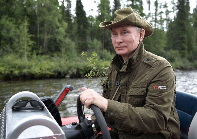 الرئيس فلاديمير بوتين يقضي إجازته في جمهورية تيفا، روسيا (1-3) أغسطس/ آب)