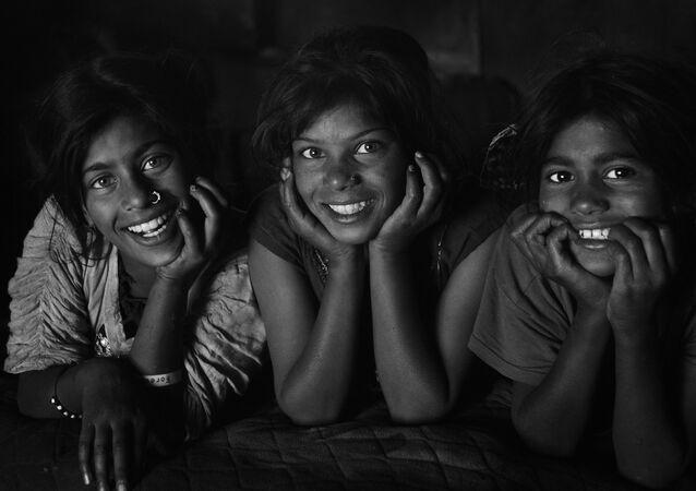 جائزة أندريه ستينين للتصوير الصحفي المحترف - صورة بعنوان الصرخة الصامتة للمصور شاخنفاز خان، بنغلادش (المرتبة الثالثة في فئة بورتريه، بطل من هذا الزمان) وجائزة شرف من قناة الميادين