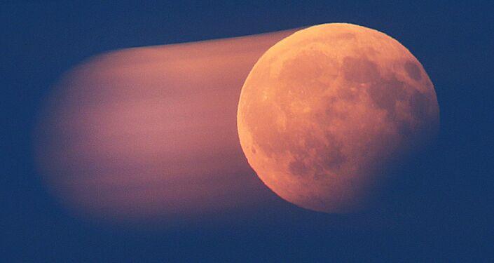 القمر الدموي ويظهر جزئيا في فرانكفورت، ألمانيا