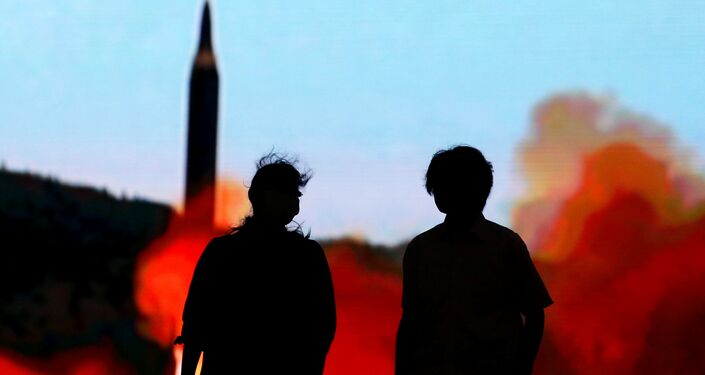 شاشة تعرض صواريخ كوريا الشمالية في طوكيو
