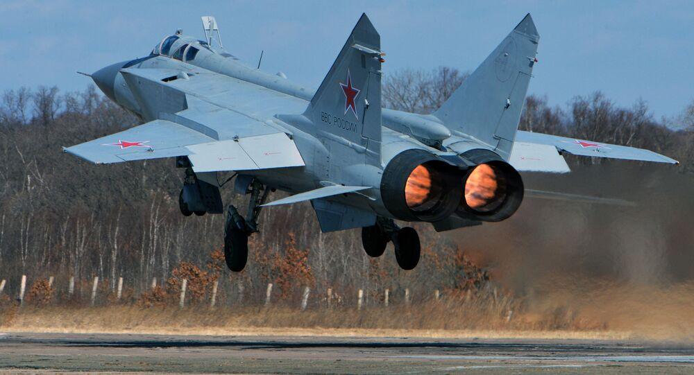 المقاتلة ميغ-31 خلال المناورات في بريمورسكي كراي