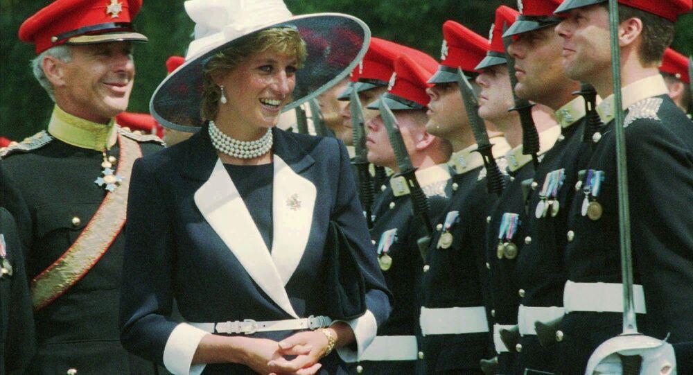 الأميرة ديانا تتفقد حرس الشرف في ألمانيا 22 يوليو/ تموز 1995