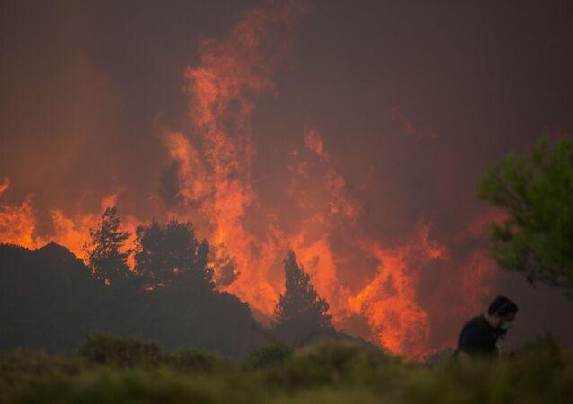 حرائق في اليونان