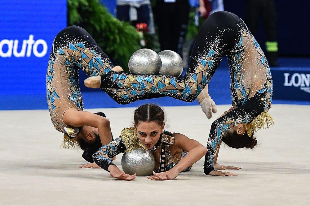 أفضل صور وكالة سبوتنيك من بطولة الجمباز الإيقاعي في بيزارو، إيطاليا - المنتخب الأذربيجاني