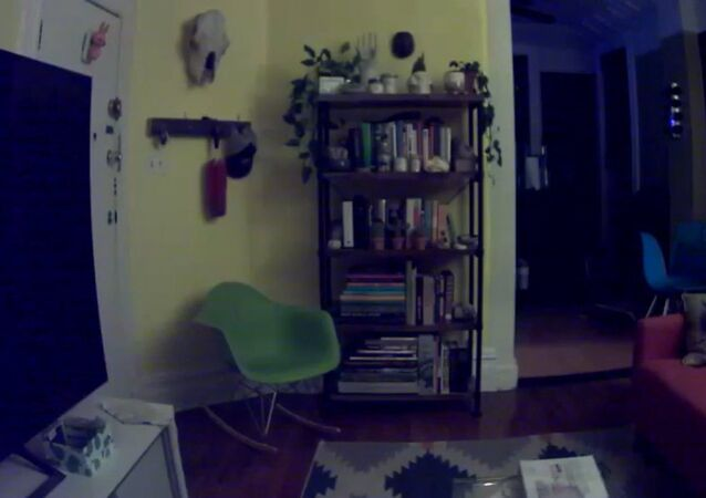 أمريكي يصور شبح في منزله
