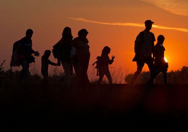 الهلال الاحمر ينتشل 13 جثة لمهاجرين غير الشرعيين في الصحراء الليبية