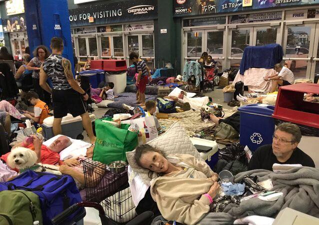 سكان فلوريدا يتحضرون لإعصار إرما
