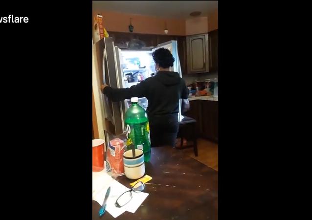 هدية غاية في الرومنساية ولكن في الثلاجة