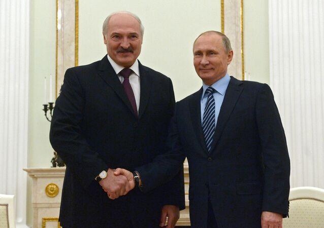 رئيس بيلاروسيا لوكاشينكو والرئيس الروسي فلاديمير بوتين
