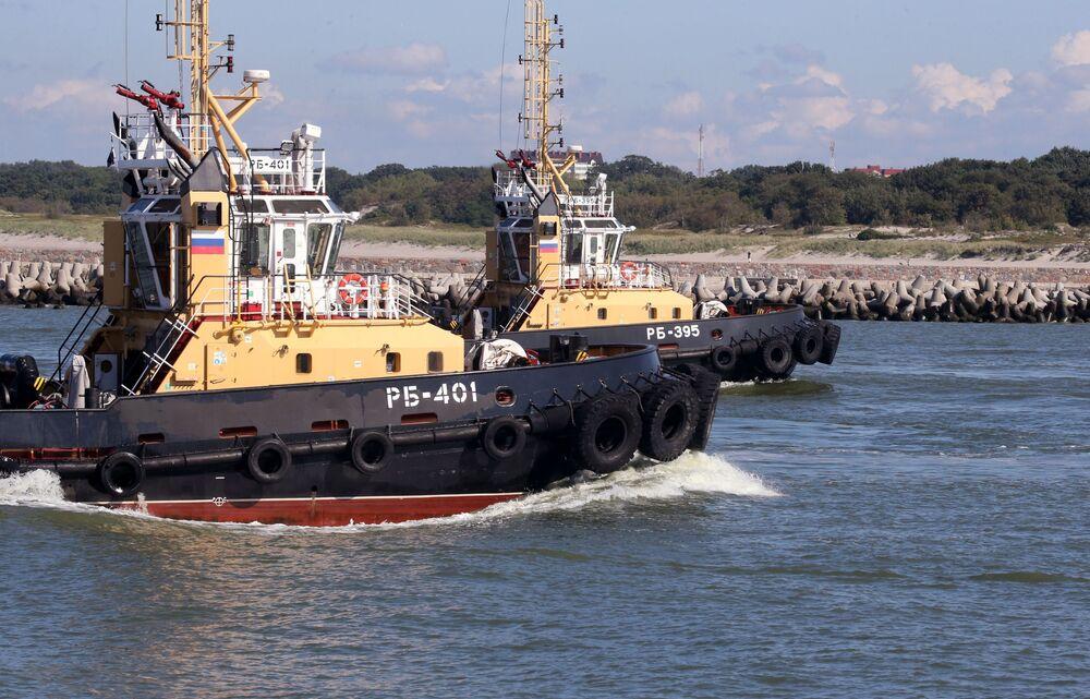 مناورات الغرب-2017 بين روسيا وبيلاروسيا - قاطرات خلال خروج أسطول بحر البلطيق