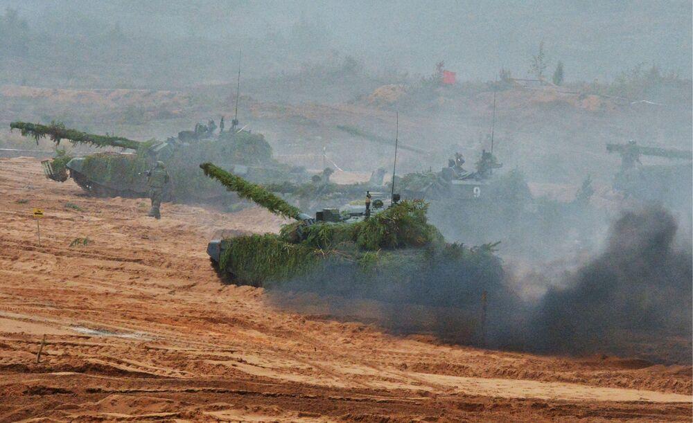 المعدات العسكرية خلال التدريبات الاستراتيجية المشتركة للقوات المسلحة الروسية والبيلاروسية في حقل لوغا للتجارب  في منطقة لينينغراد