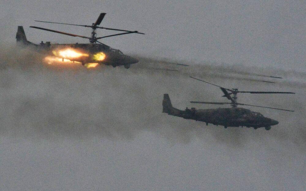 مروحيات كا – 52 (أليغاتور) خلال المناورات الاستراتيجية المشتركة بين روسيا وبيلاروسيا في موقع اختبار لوغا في منطقة لينينغراد