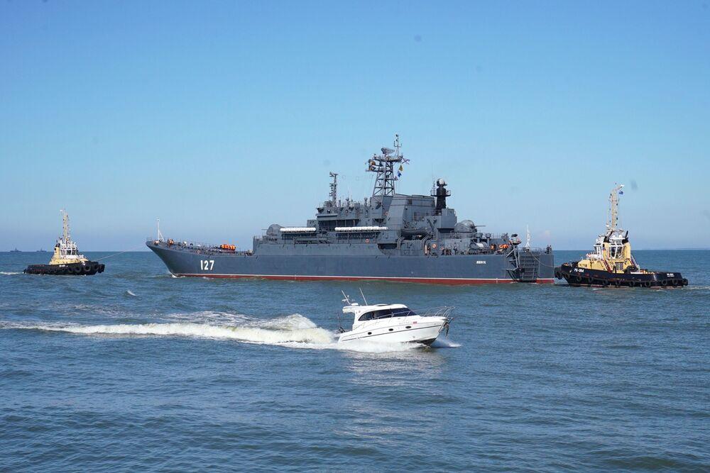 سفينة الإنزال الكبيرة مينسك خلال خروج  أسطول بحر البلطيق إلى البحر في إطار التدريبات الاستراتيجية الروسية البيلاروسية زاباد - 2017