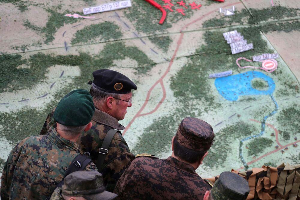 المتخصصون العسكريون في المرحلة الرئيسية للتدريبات الاستراتيجية المشتركة زاباد - 2017 في لوزكي