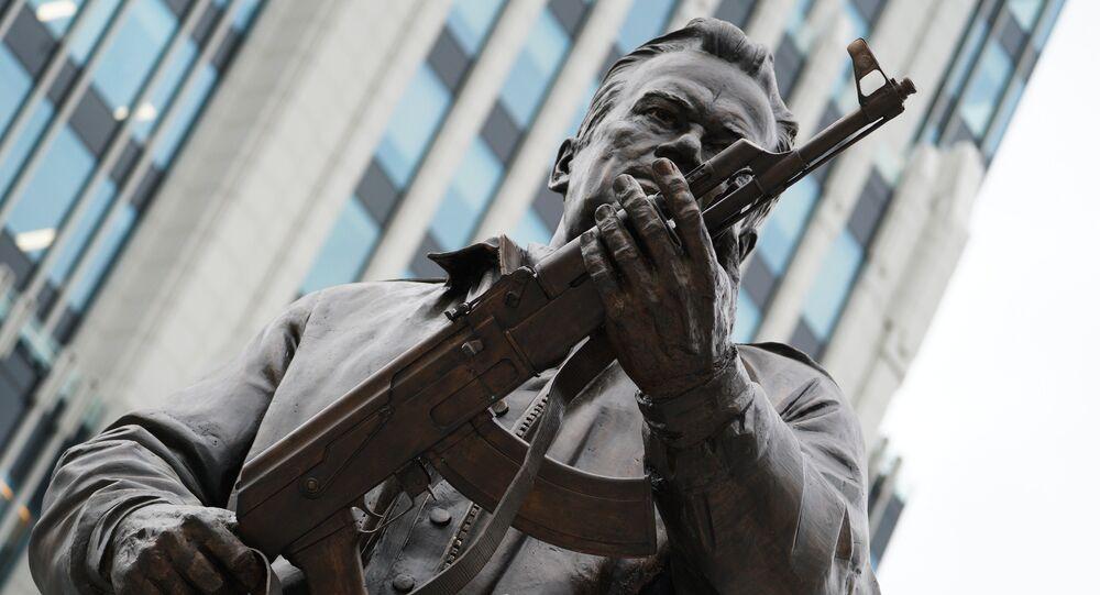 حفل افتتاح نصب تذكاري لمخائيل كلاشنيكوف