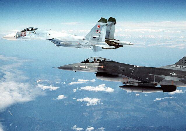 سو-27 وإف-16