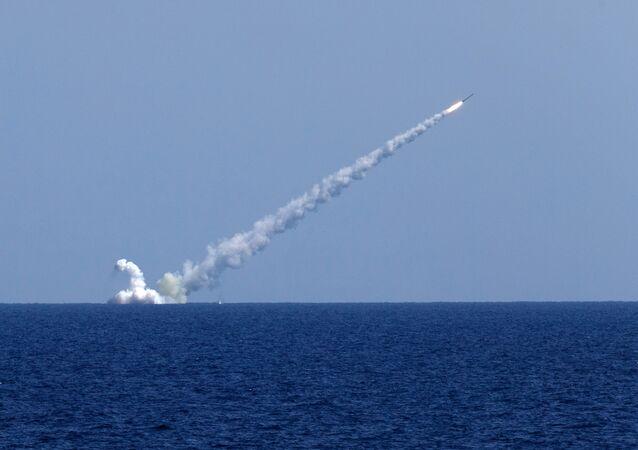 الدفاع الروسية: غواصة أسطول البحر الأسود تطلق صواريخ كاليبر المجنحة على مواقع في سوريا