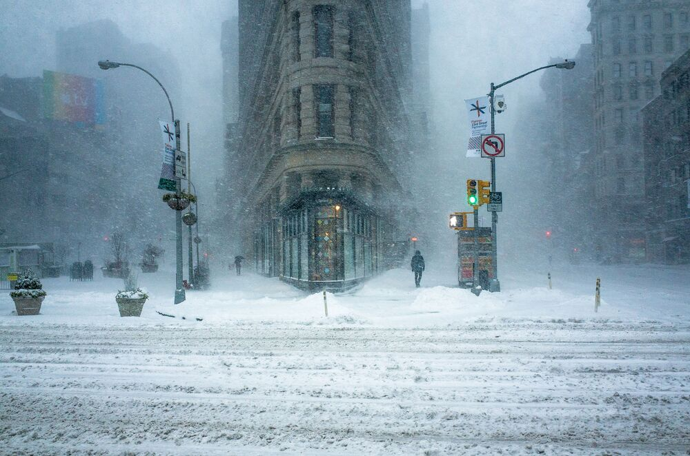 بناية المكواة للمصور، ميشيل بالازو، الذي احتل المركز الثاني في مسابقة مصور الطقس لعام 2017