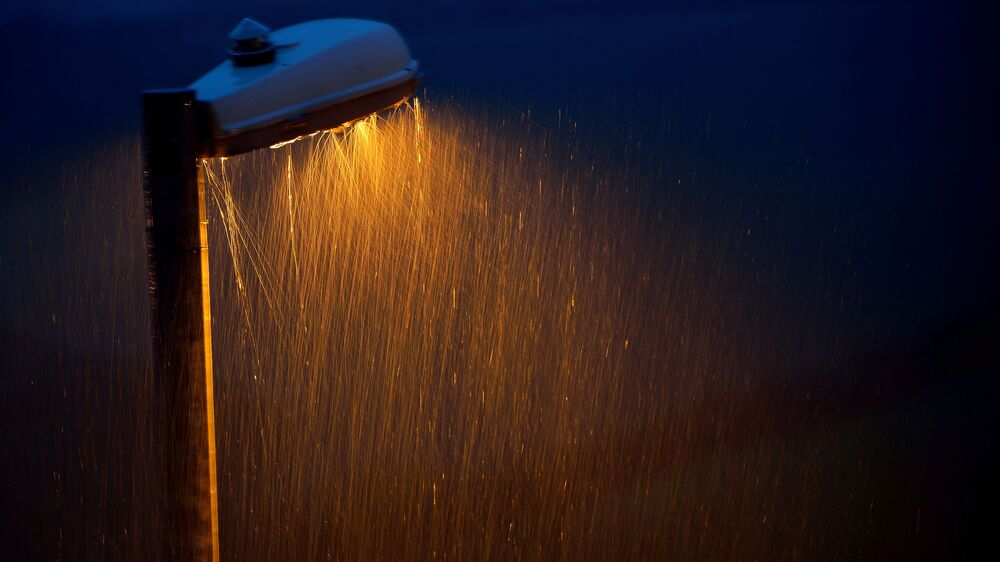المطر الغزير في الليل  للمصور روي كورتيس، الذي دخل في نهائيات مسابقة مصور الطقس لعام 2017