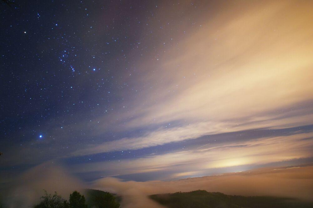 ستار من الغيوم للمصور، غريس تشونغ، الذي دخل في نهائيات مسابقة مصور الطقس لعام 2017