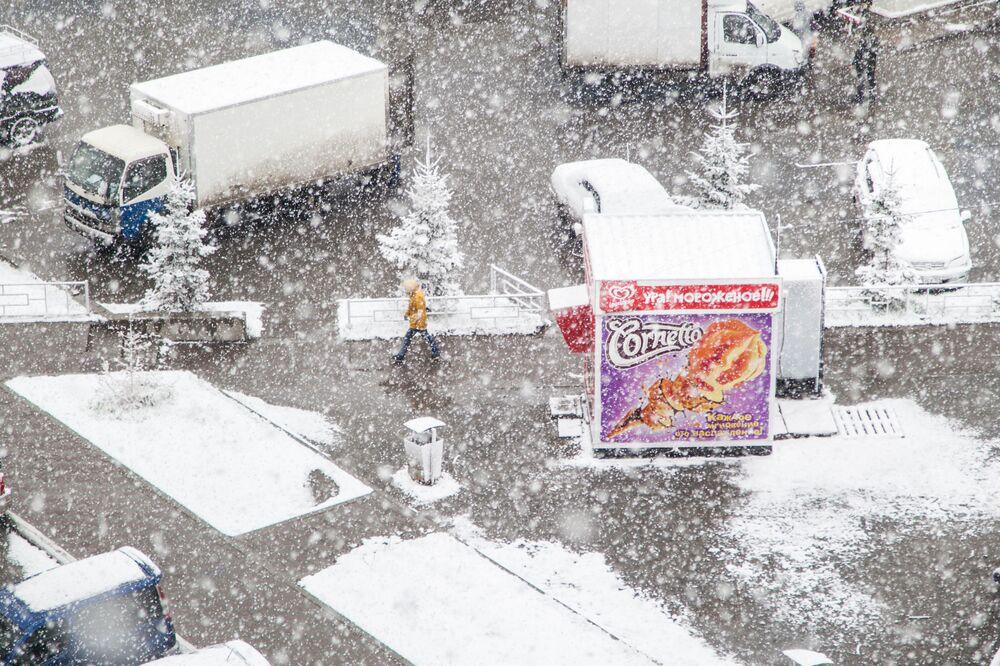 المثلجات للمصور، اليكسي تانيوشين، الذي دخل في نهائيات مسابقة مصور الطقس لعام 2017