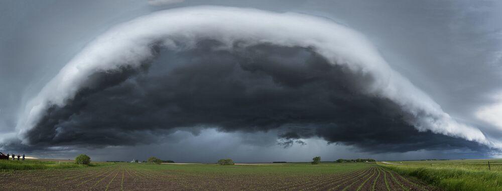 سحابة الجرف في مينيسوتا للمصور، جون فيني، الذي دخل في نهائيات مسابقة مصور الطقس لعام 2017