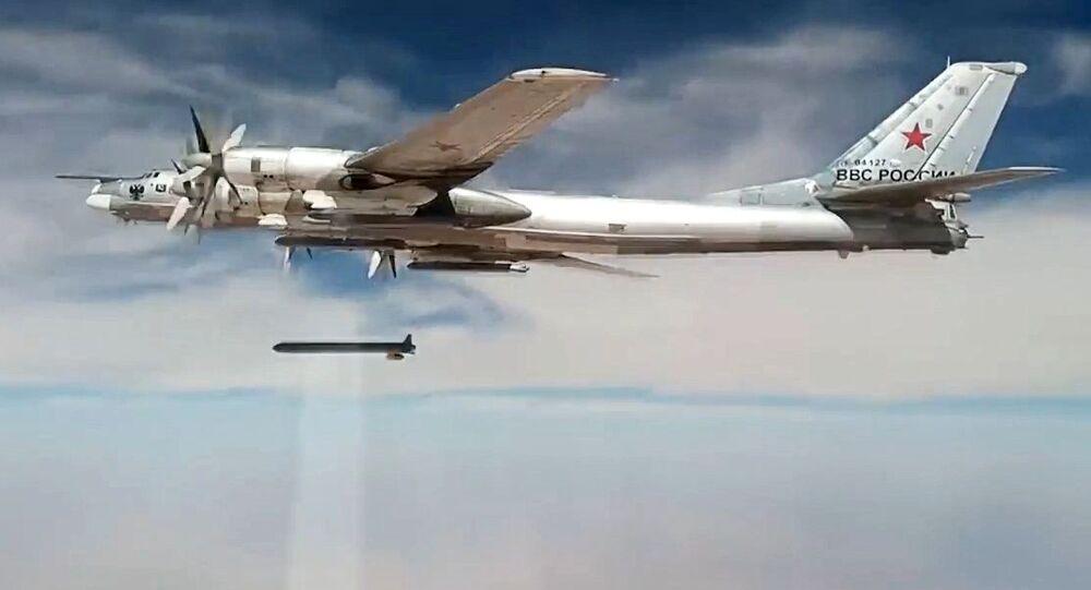 قاذفات استراتيجية روسية توجه ضربات ضد مواقع داعش والنصرة في سوريا