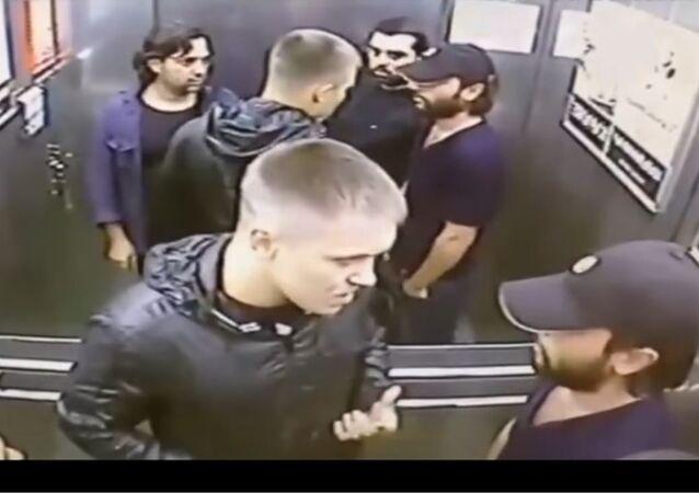 شجار داخل مصعد