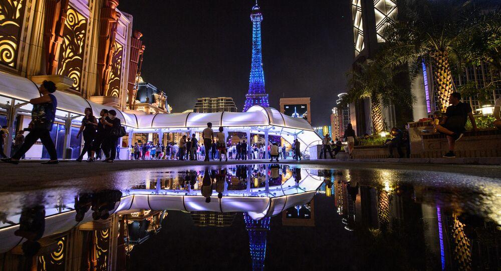 برج إيفل يحتفل بوصول زواره إلى 300 مليون