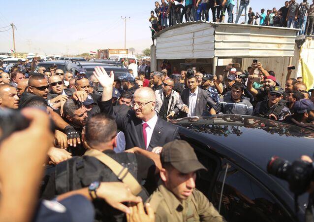 وصول وفد من المسؤولين من حركة فتح ورئيس الوزراء الفلسطيني رامي الحمدالله إلى مدينة غزة، قطاع غزة، فلسطين 2 أكتوبر/ تشرين الأول 2017