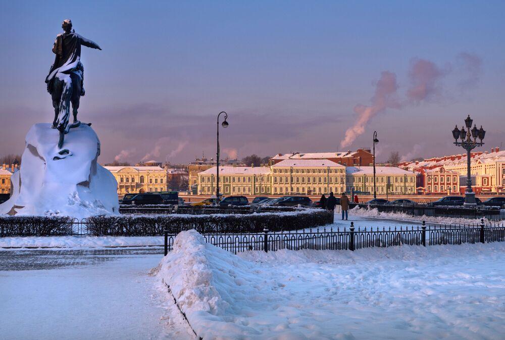 نصب تذكاري للامبراطور بطرس الأول بمدينة سان بطرسبورغ، روسيا