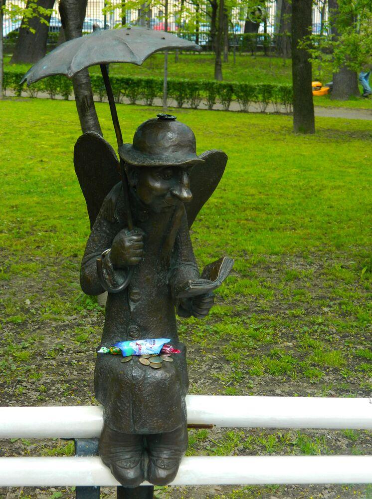 ملاك بطرسبورغ في حديقة عامة