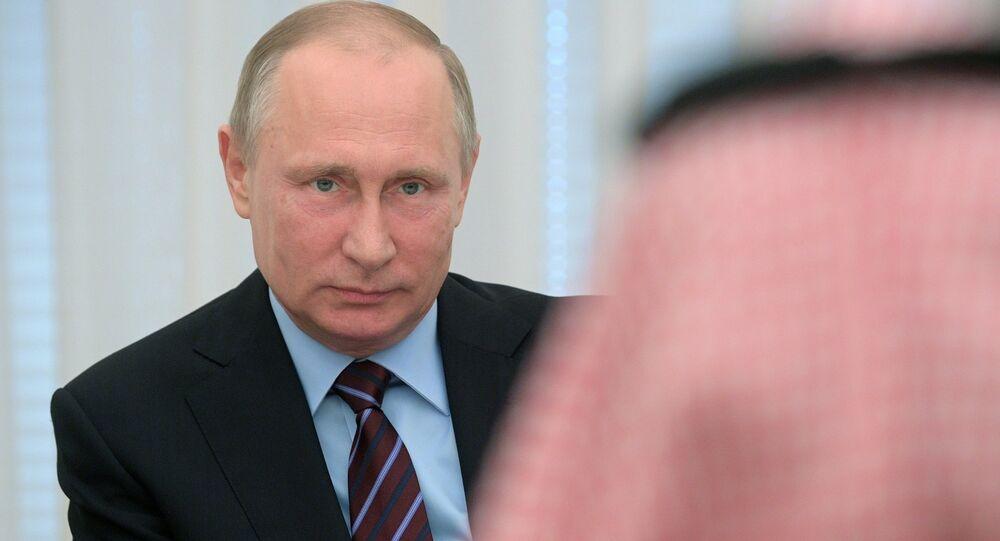 صورة أرشيفية- الرئيس الروسي فلاديمير بوتين، والعاهل السعودي الأمير محمد بن سلمان آل سعودي، موسكو، روسيا