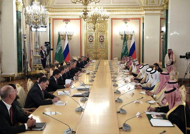 محادثات الرئيس الروسي فلاديمير بوتين والعاهل السعودي الملك سلمان بن عبد العزيز آل سعود في قصر الكرملين، موسكو، روسيا