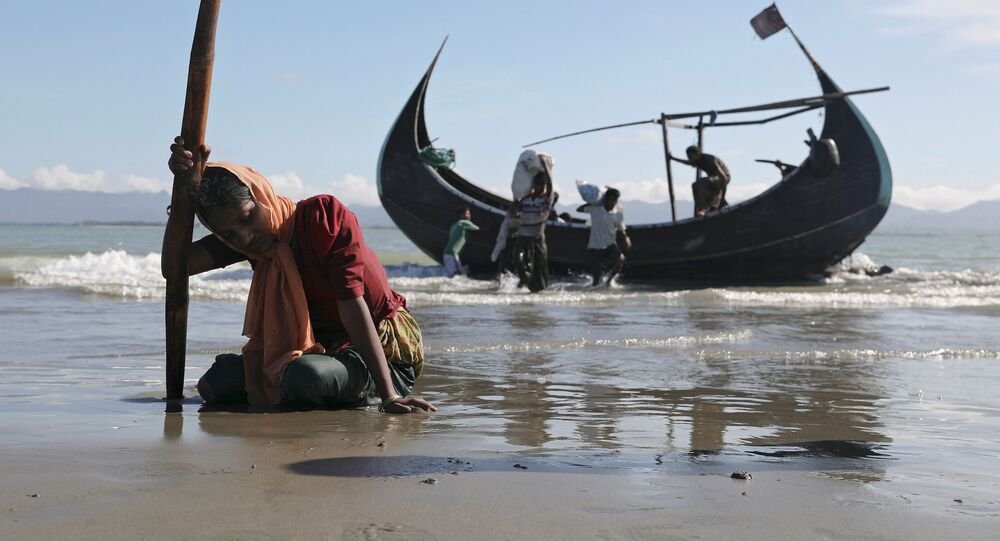 لاجئو الروهينغا بعد وصولهم إلى سواحل مدينة تكناف، بنغلادش 1 أكتوبر/ تشرين الأول 2017