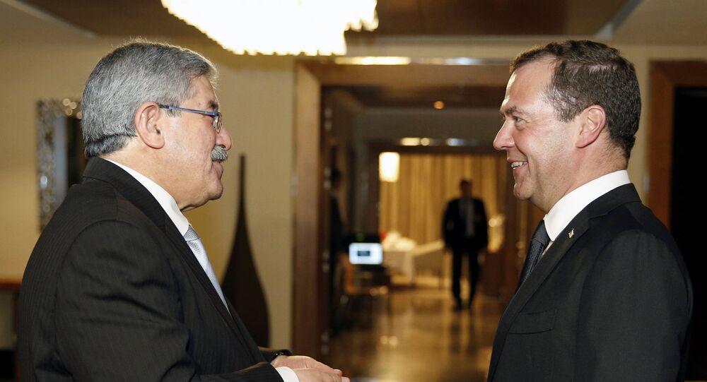 رئيس الوزراء الروسي ديمتري ميدفيدف ونظيره الجزائري محمد أويحيى