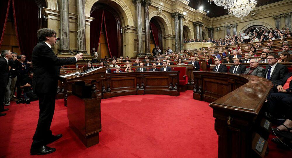 رئيس كتالونيا كارليس بويغديمونت يتحدث أمام البرلمان الإقليمي الكاتالوني في برشلونة
