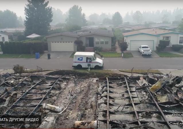 توزيع البريد مازال قائما في المدينة المحترقة بولاية كاليفورنيا