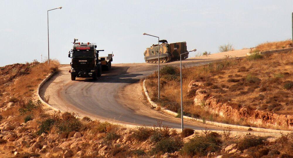 آليات عسكرية تركية تدخل الأراضي السورية متجهة إلى إدلب