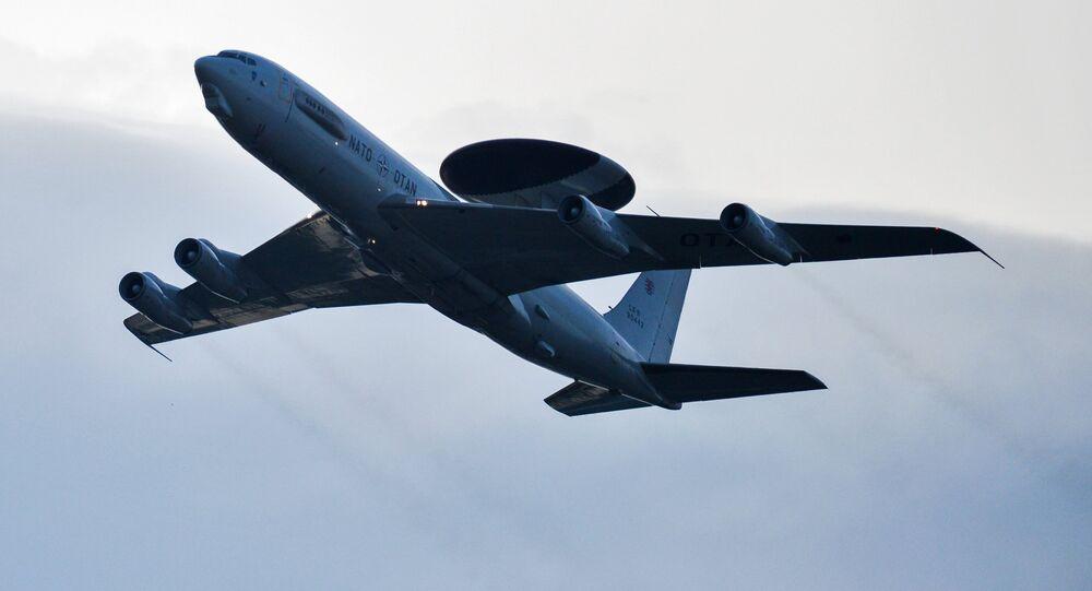طائرة مزودة بنظام أواكس