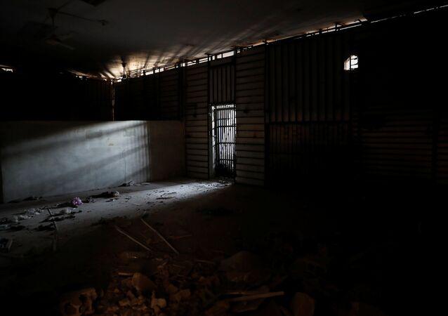 سجن داعش أسفل ملعب الرقة