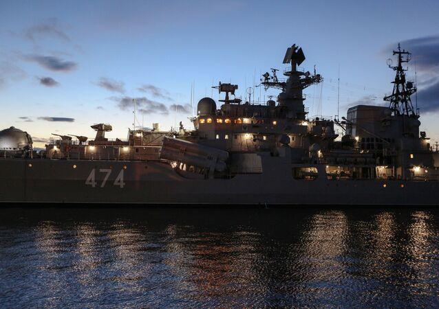مدمرة الأسطول الشمالي الأميرال أوشاكوف في ميناء سيفيرومورسك، روسيا